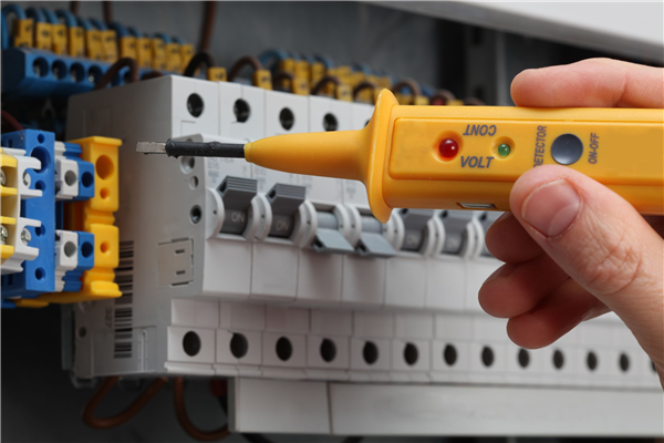 How to Incorporate an Electrician During Your Remodel